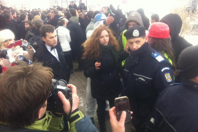 Dialog FABULOS între o protestatară și Victor Ponta la Cluj