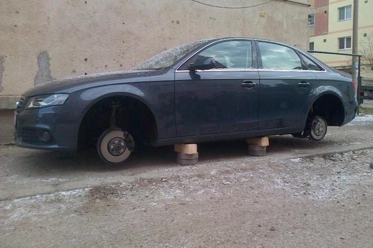 Mașină de lux lăsată fără roți la Turda