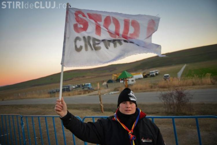 Protestatarii de la Pungești au devenit violenți. Au rupt gardul de la Chevron