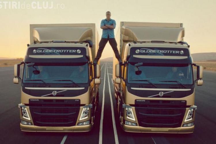 Unul dintre cei mai în vogă actori parodiază șpagatul lui Van Damme VIDEO AMUZANT