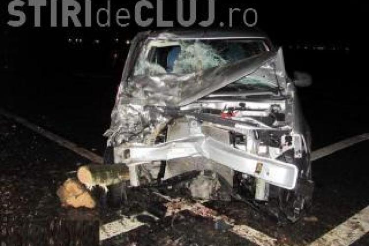 Accident GRAV pe Autostrada Transilvania! Două persoane sunt blocate într-o mașină