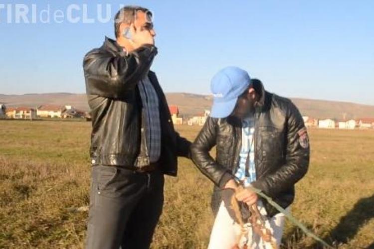 Bărbatul din Florești, dus ca HOȚII la secție, pentru că își plimba câinele pe câmp - VIDEO