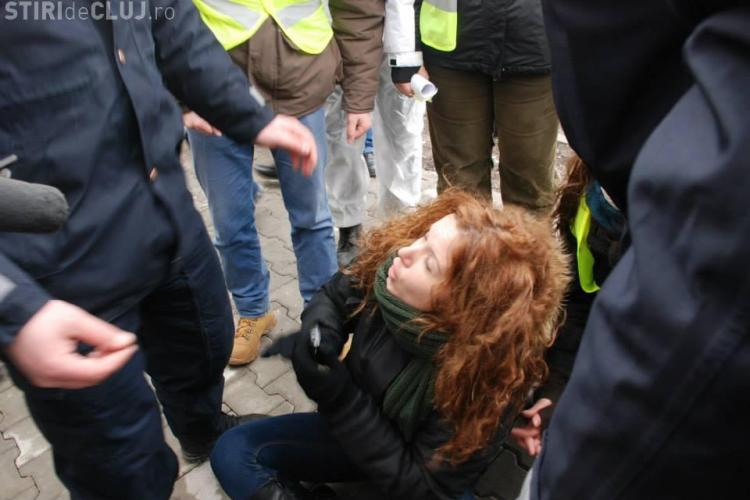 Protestatarii Roșia Montană ridicați de jandarmi la vizita lui Victor Ponta la Cluj - FOTO și VIDEO