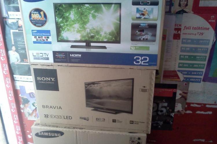 Trei paznici de la un mall din Cluj au furat televizoarele LED din magazine