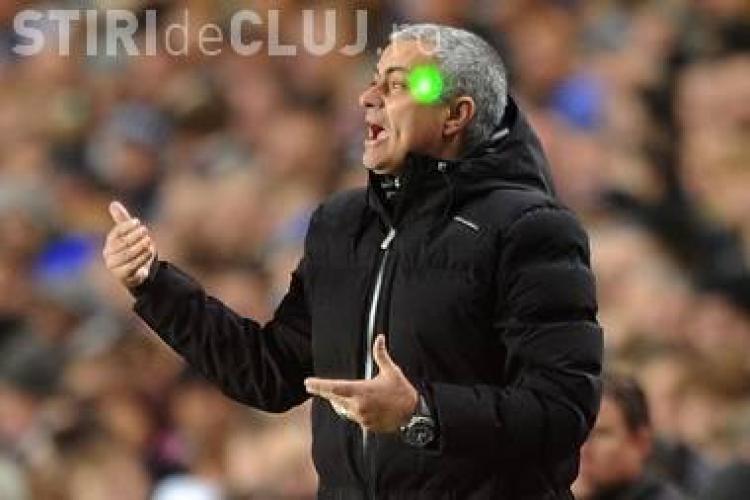 Un român a fost arestat la Londra pentru că i-a băgat laser-ul în ochi lui Mourinho în meciul cu Steaua