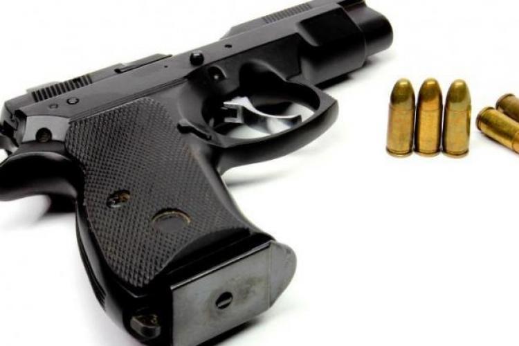 Agentul de pază de la Aeroportul Cluj, sancţionat după ce i s-a descărcat pistolul
