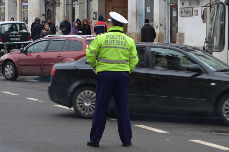 """Polițist de la Rutiera Cluj """"tras de urechi"""" de șefi pentru CURAJUL lui. Reacția șefilor: """"Eu am citit 20 de cărți. El cine se crede?"""""""
