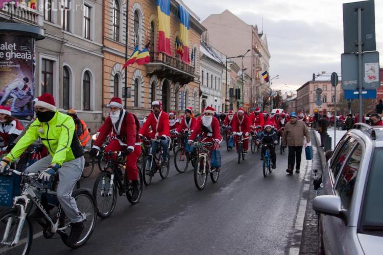 Moșii pe bicicletă au cutreierat Clujul și au dus cadouri copiilor cu deficienţe de auz şi vedere