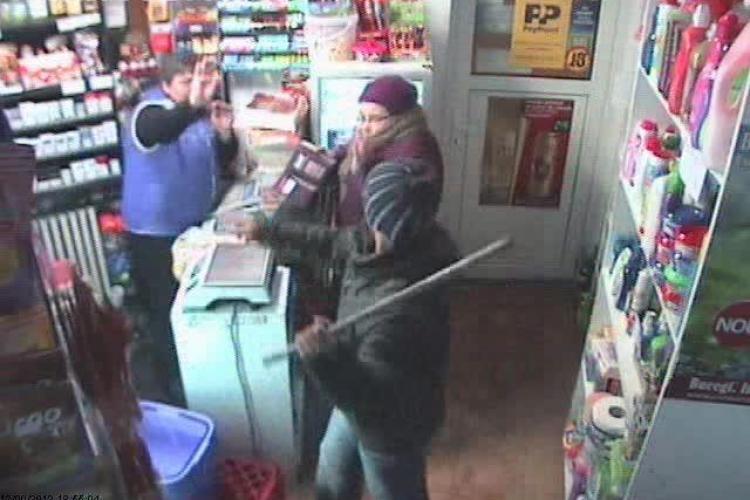 Jaf comis cu o țeavă de METAL într-un magazin din Cluj-Napoca! - VIDEO - IMAGINI VIOLENTE