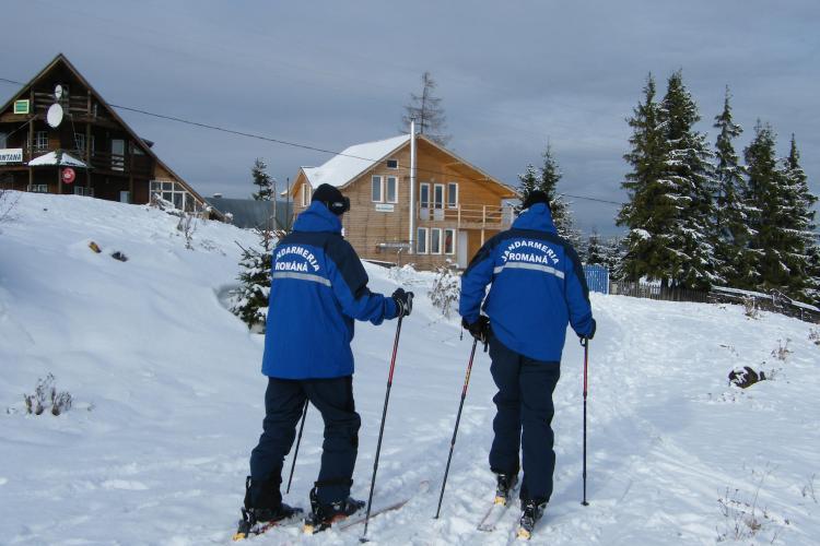 Zăpada depășește 10 de cm în zona de munte din județul Cluj. Jandarmii montani au emis o AVERTIZARE