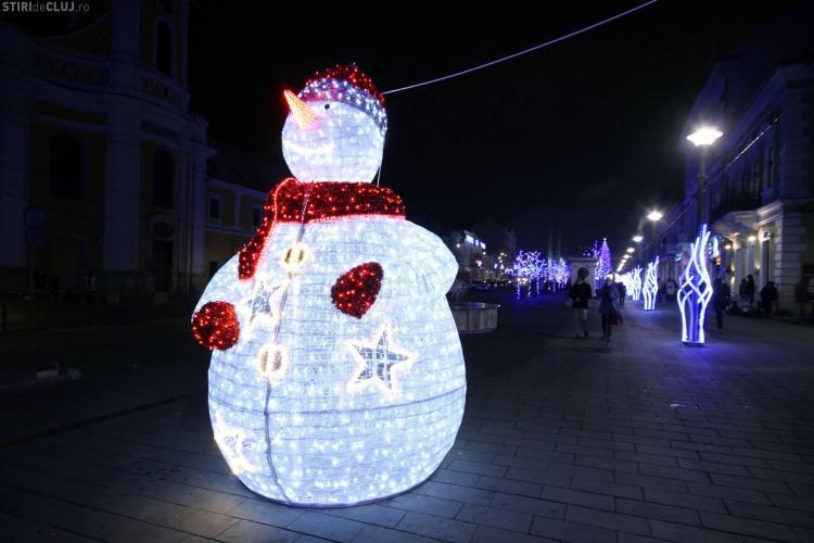 Seară MAGICĂ de Moș Nicolae în Piața Unirii, la Târgul de Cărciun - FOTO