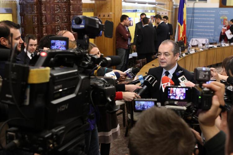 Taxa specială RATUC a picat în Consiliul Local. Emil Boc a acuzat opoziția că e cumpărată de Fany. USL a plecat din sală
