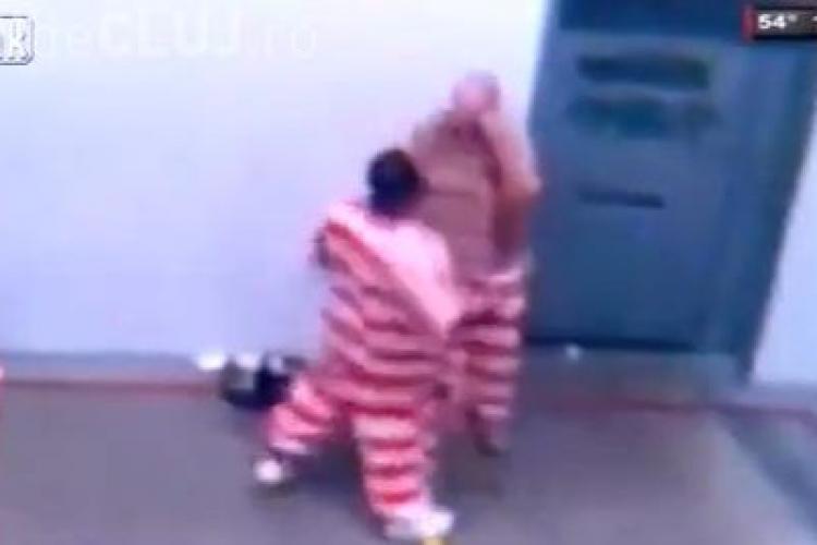 Ce păţeşte un PEDOFIL în închisoare - VIDEO