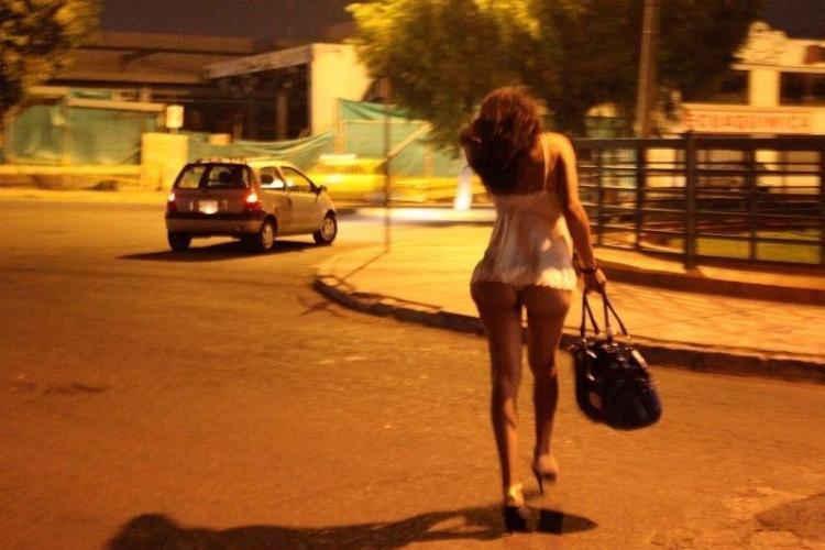 Tinere din Cluj duse la prostituat în Italia și Austria! Procurorii au făcut arestări