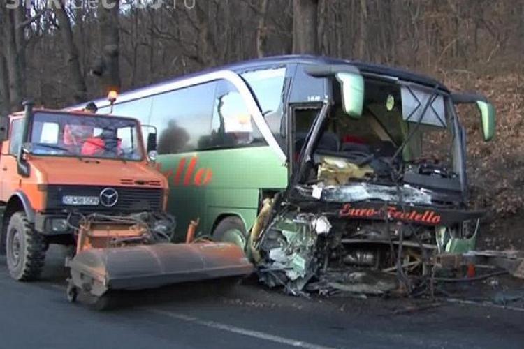 S-a ajuns la CINCI morți în accidentul de la Huedin! S-a stins și ultimul pasager din mașina de teren care a intrat în autocar