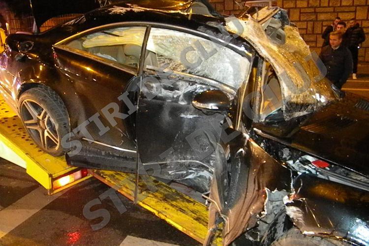 Accident pe Dorobanților! Un Mercedes de LUX s-a făcut PRAF și PULBERE - VIDEO și FOTO