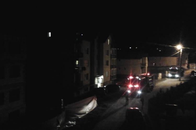 Un clujean din Bună Ziua i-a dat foc bradului de Crăciun pe balcon - FOTO