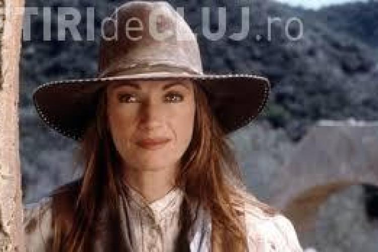 """""""Dr. Quinn"""" surprinsă în ipostaze incendiare. Vezi cum arată actrița în costum de baie la 62 de ani FOTO"""