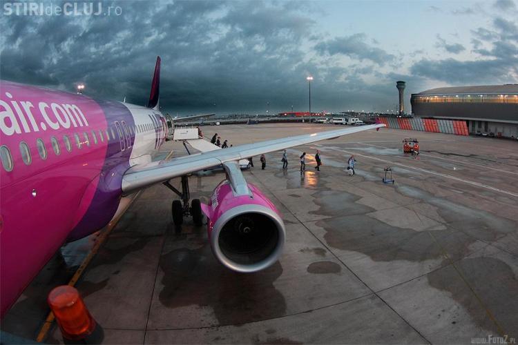 SURPRIZĂ! Doi parlamentari britanici au așteptat primul avion care a decolat din România după eliminarea restricţiilor pe piaţa muncii