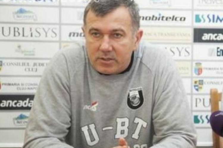 """Pintea rămâne antrenor la """"U"""" Mobitelco. Jucătorii au fost penalizați pentru eșecurile din campionat"""