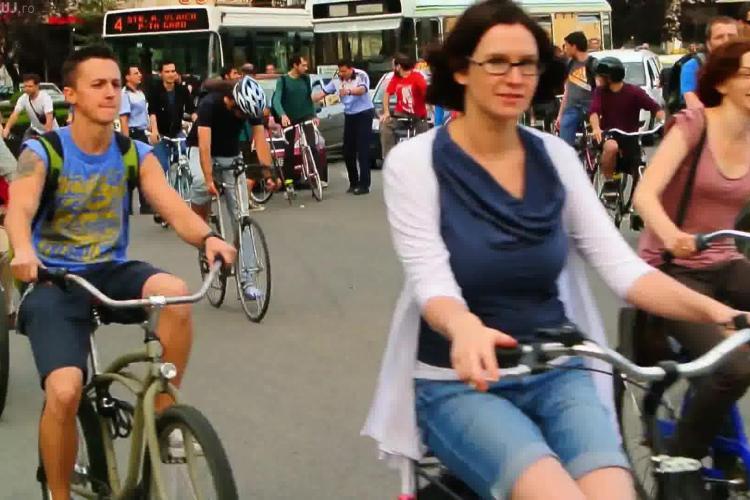 """Bicicliștii din Cluj cer """"descurajarea utilizarii autoturismelor și extinderea zonelor pietonale"""". Citește APELUL lor complet"""