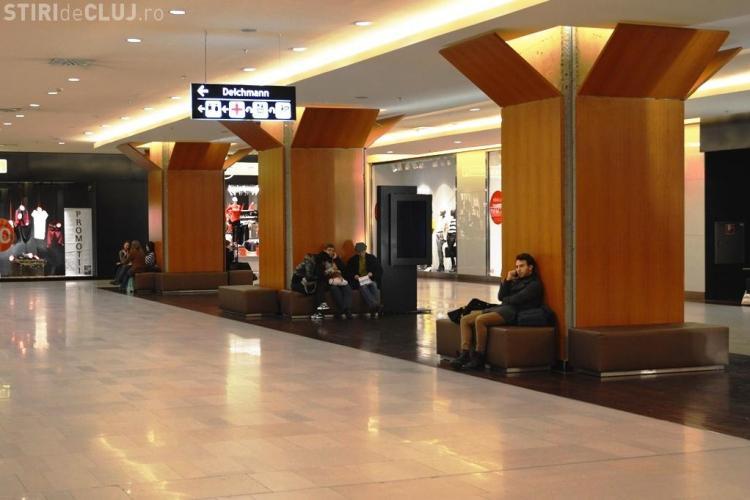 Iulius Mall a reamenajat zonele de relaxare. A fost suplimentat numărul de canapele