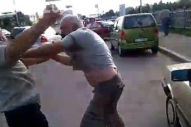 Autostopiști băuți au fost bătuți de un grup de tineri lângă Dej