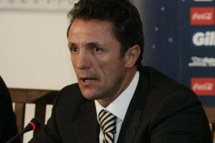 Gică Popescu și-a lansat oficial candidatura pentru FRF. Vezi ce echipă și-a ales