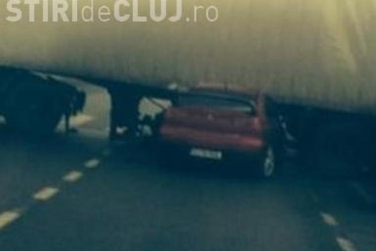 Accident în față la METRO - Florești! A intrat cu mașina sub un TIR din cauza ceții - VIDEO
