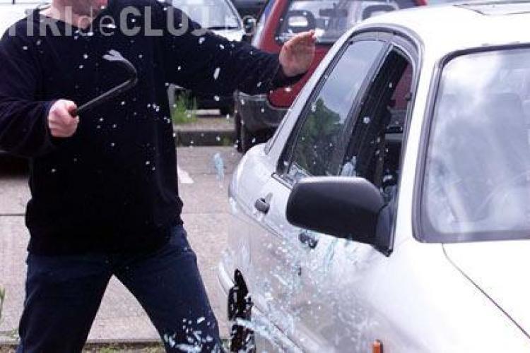 O mașină din Cluj a fost găsită plină cu bunuri furate în Sebeș