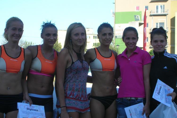 Turneul feminin de volei pe plaja, de la Sala Sporturilor, si-a desemnat castigatoarele