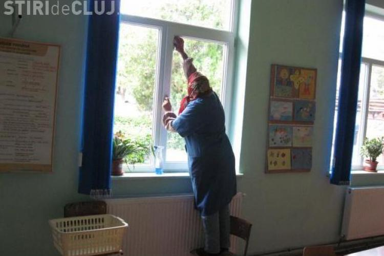 "513 posturi reduse din scolile clujene. ""Profesorii vor face munca patriotica si curatenie in clase"", cred sindicalistii"
