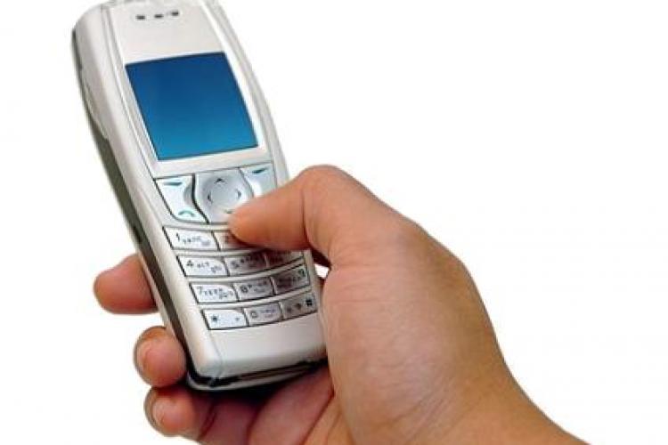 Eliminata de la Bac! O tanara din Cluj a fost prinsa in timp ce copia de pe telefonul mobil