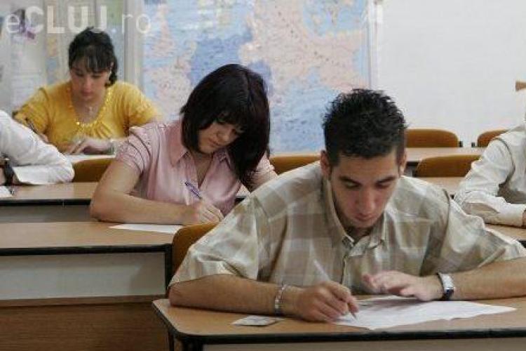 Absolventii de liceu incep probele scrise la bacalaureat