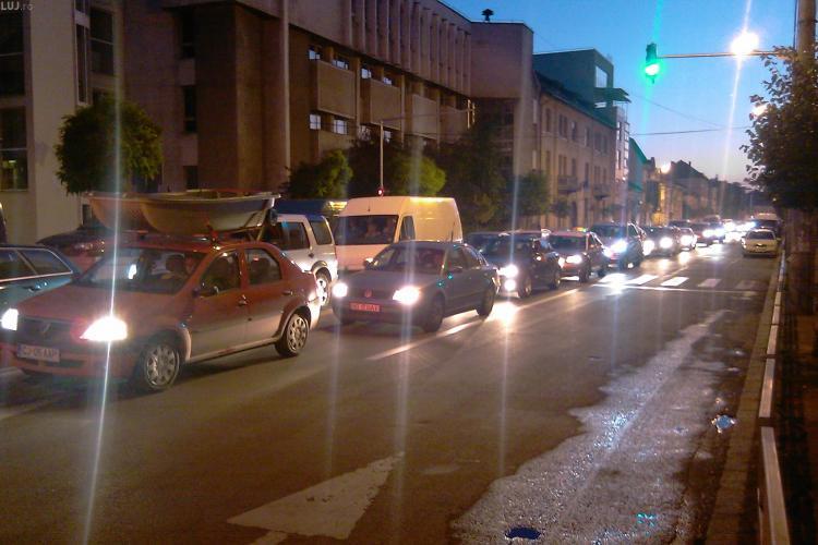 Concertul Vivaldi a blocat centrul orasului. Zona intre strazile Napoca, Universitatii si pana la Teatrul National a fost inchisa traficului - VIDEO