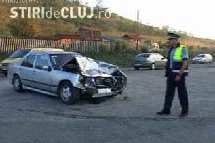 Accident grav la Suatu: Patru persoane au fost ranite dupa ce o duba nu a acordat prioritate si a fost lovita de un Mercedes - VIDEO