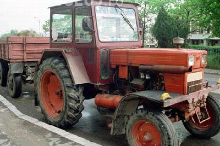 L-a strivit cu tractorul pe Drumul National 1, in Capusu Mare