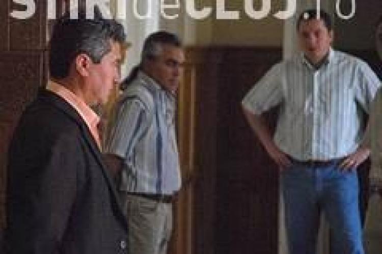 "Directorii din dosarul ""Mita la Bac"", raman in arest"