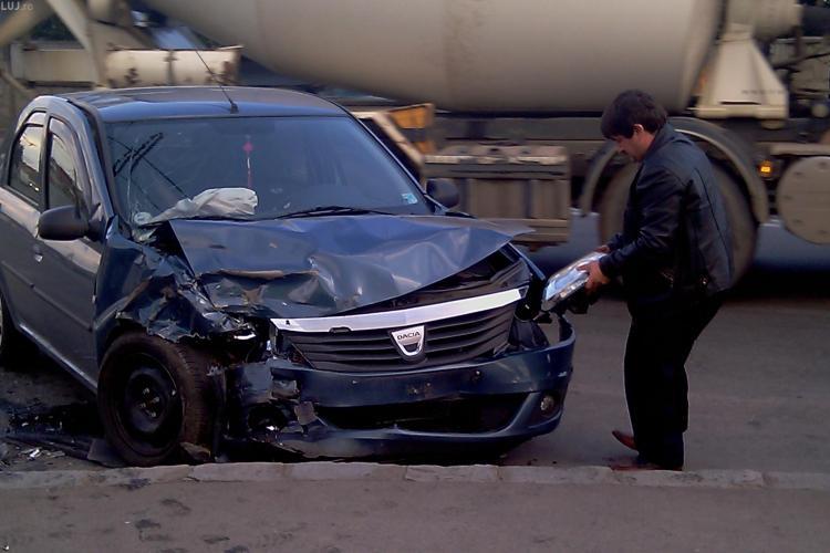 Accident grav in Someseni, in apropierea podului de la IRA. Patru persoane au fost ranite si doua masini serios avariate - VIDEO si FOTO