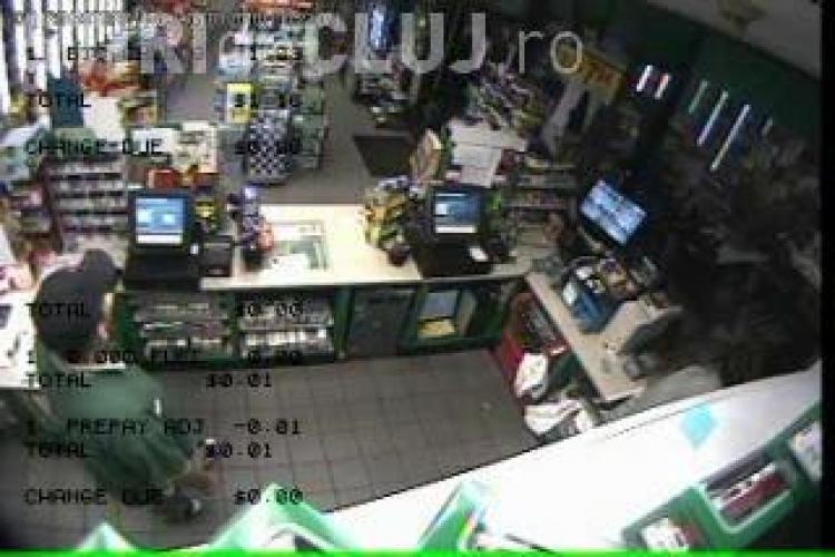 A jefuit o benzinarie, imbracat in ninja si inarmat cu maceta de 40 de centimetri - VIDEO