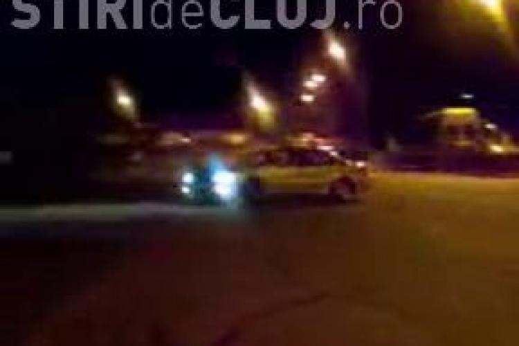 Curse ilegale de masini la Sala Sporturilor! Soferii si-au etalat neperturbati burn-out si liniute - VIDEO