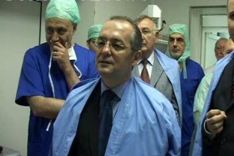Emil Boc nu este speriat de tragedia de la maternitatea Giulesti. Premierul si-ar lasa fetitele pe mana medicilor din Romania!
