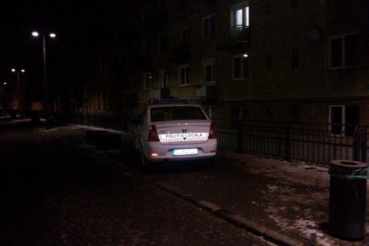 Și Poliția Locală parcheză pe trotuar, pentru un sandvici de la Rosa - FOTO