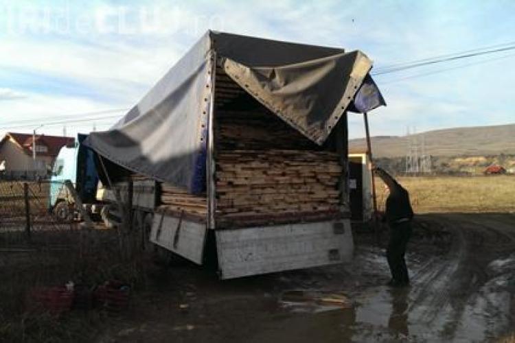 TIR plin de lemne tăiate ilegal depistat în Florești. Lemne de peste 20.000 de lei au fost confiscate VIDEO