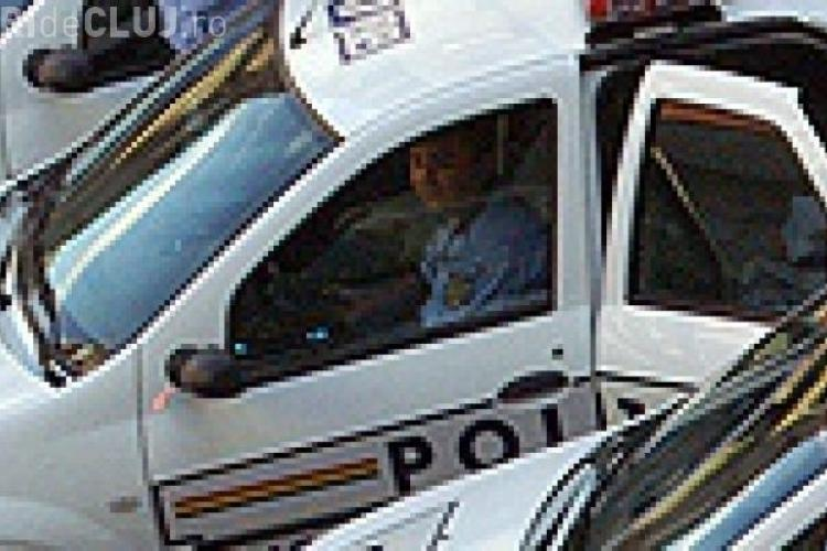 Polițiștii clujeni, înjurați de un bărbat care s-a întins pe jos în mijlocul străzii