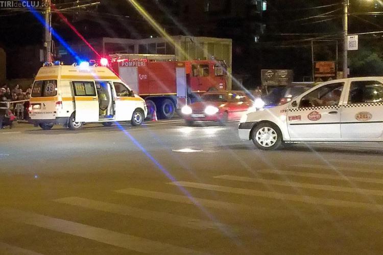 Accident pe Teodor Mihali, lângă căminul Economica. Un BMW a fost făcut PRAF - FOTO