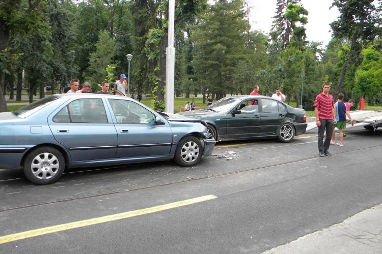 Accident pe Splaiul Independenței, la intersecția cu podul Napoca
