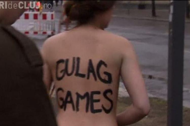 """FEMEN a protestat la SOCI 2014: """"OLIMPIADA GULAGULUI"""""""