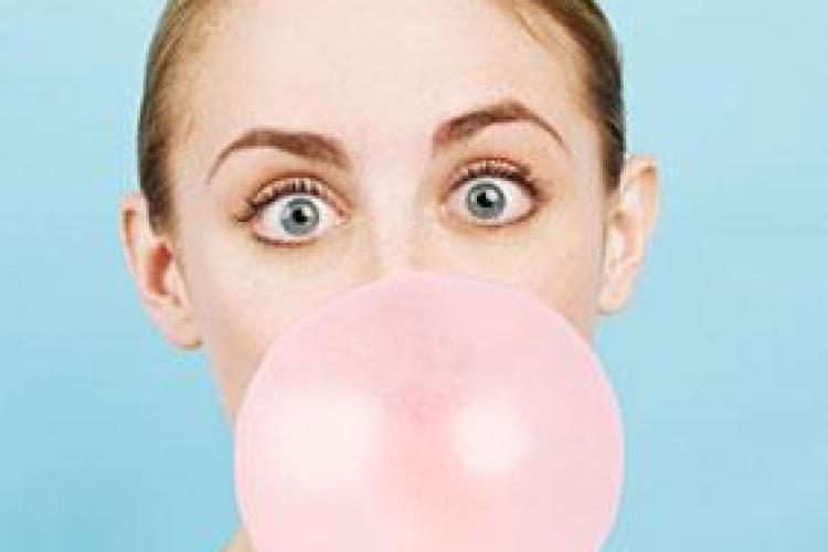 Top 5 probleme cauzate de mestecatul gumei