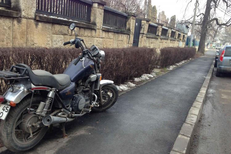 Profesor clujean, posesor de motocicletă, a vrut un loc în PARKINGUL MĂRĂȘTI, dar a fost refuzat - FOTO